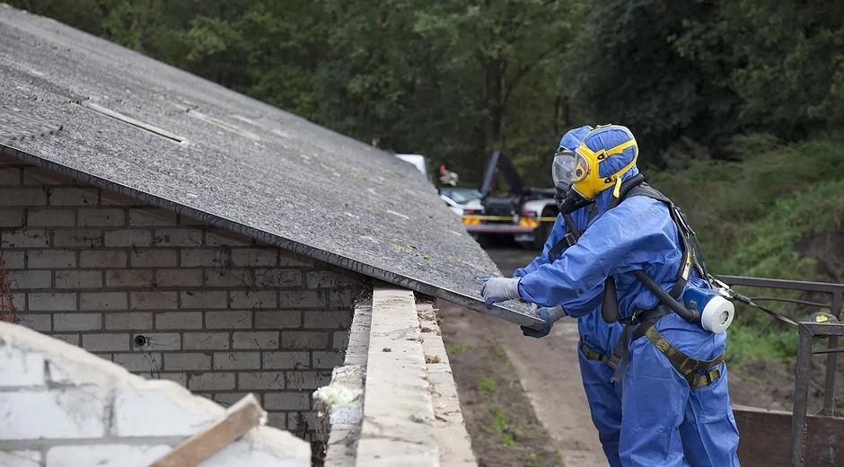 RemovingAsbestosRoofing1 - Asbestos Removal